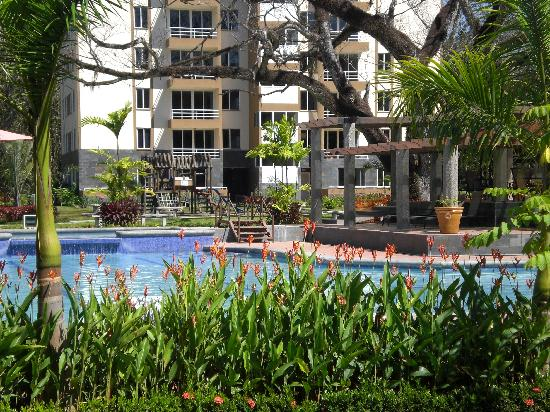Costa Linda Condominiums: Nice pool and grounds