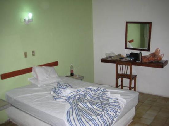Hotel Ben-Zaa: Ground floor room
