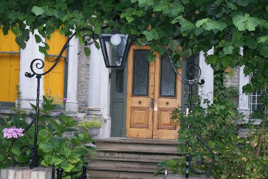 Hampstead Village Guesthouse: The front door