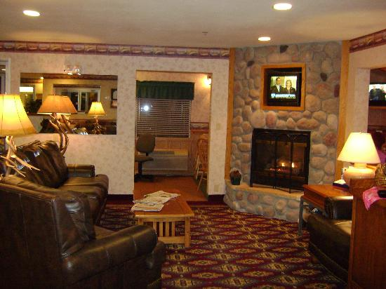 Comfort Inn: Cozy Lobby Sitting Area