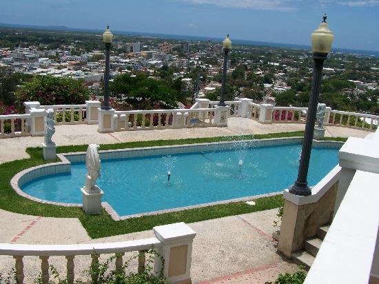 El Museo Castillo Serralles: Pool view