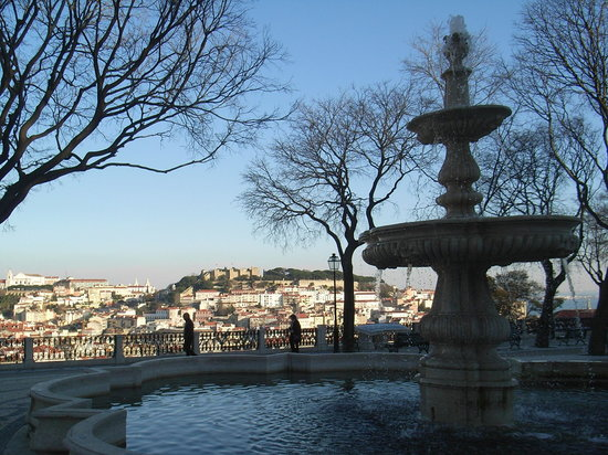 Lissabon, Portugal: Lisbon from Miradouro de Santa Caterina