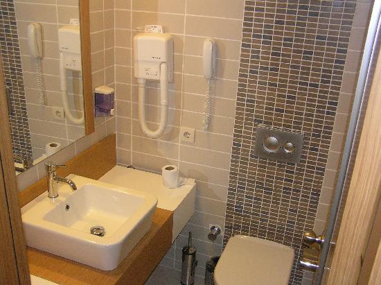 Alkoclar Adakule Hotel : Badezimmer