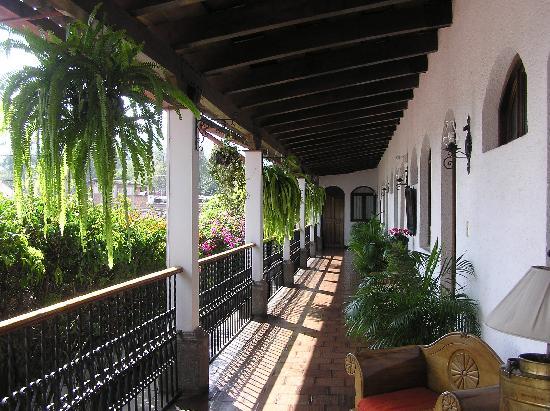 Casa Florencia Hotel: pretty corridor