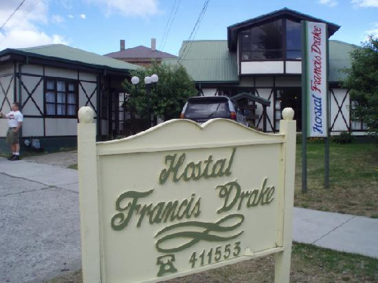 Hostal Francis Drake: View of the exterior