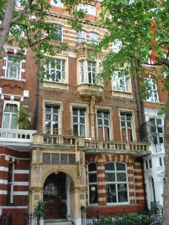 Astor Hyde Park Hostel : Front of hotel