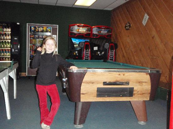Jay Peak Resort: The games room at least had free table tennis and amused the children