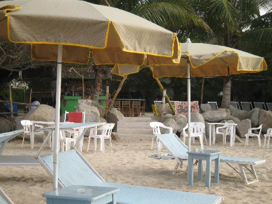 Junto al Rio Beachfront Bungalows and Suites: Lovely set up on the beach