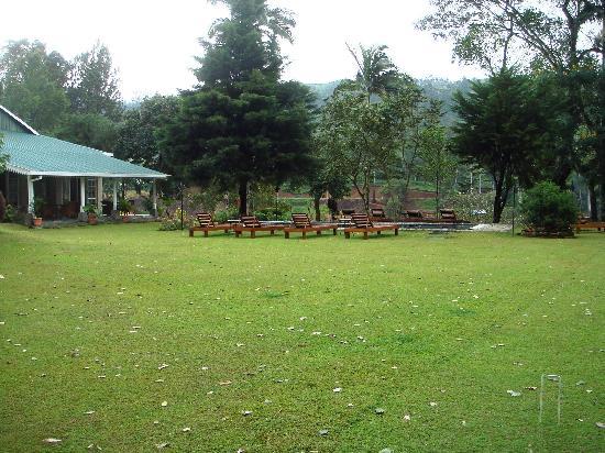 Ceylon Tea Trails: Castlereagh showing Veranda & Pool