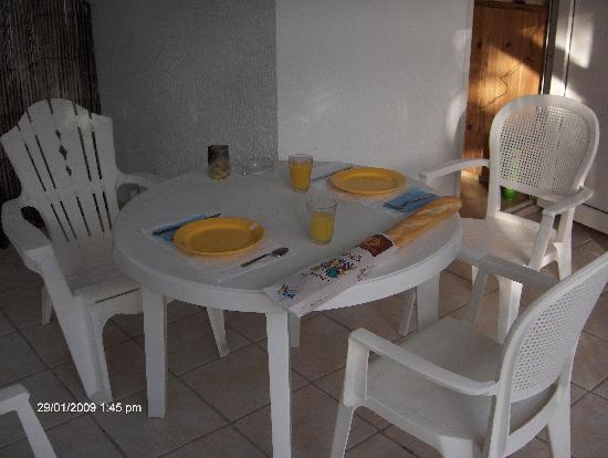 Auberge Le Grand Large: outside eating table