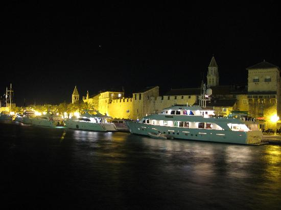 Vanjaka B&B: Trogir by Night