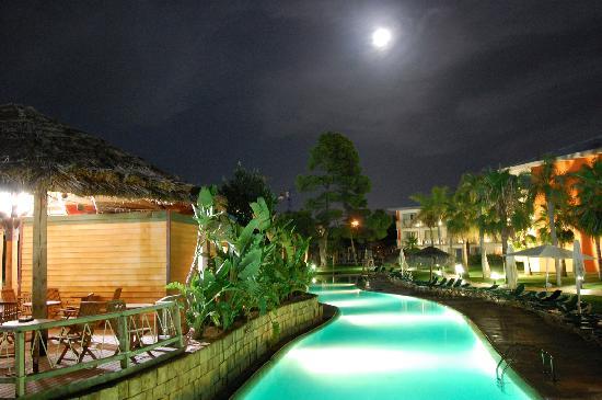 PortAventura Hotel Caribe : Main Pool and Pool bar