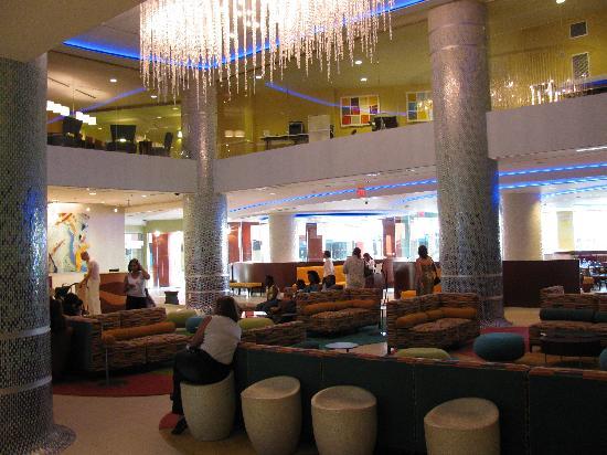 Renaissance Curacao Resort & Casino: Hotel lobby