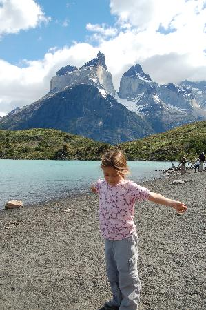 Explora Patagonia - All Inclusive : On hike to see Massifs
