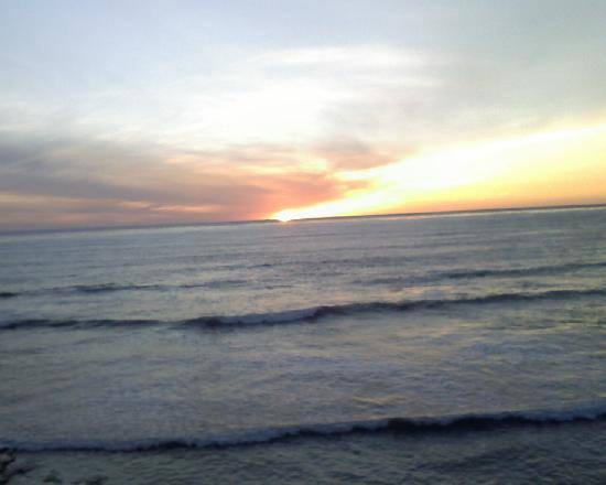 Sands Of La Jolla: A few minute walk to see the sunset..