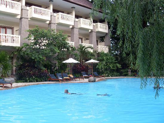 Kumala Hotel: KP pool & SG block