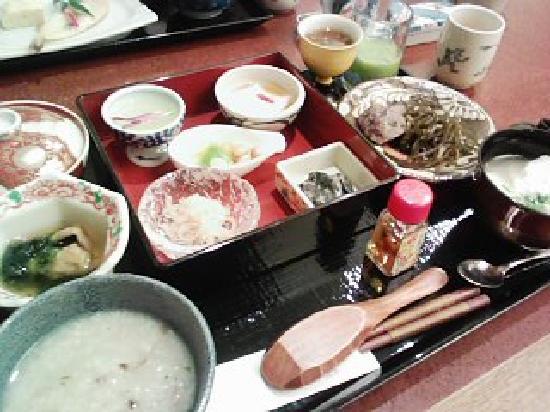 Hotel Nikko Alivila Yomitan Resort Okinawa : 朝食のぬちぐすい定食です。