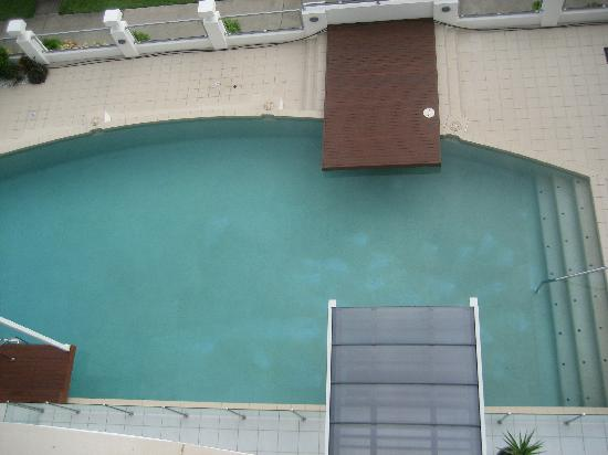 Waters Edge Apartments: The dirty Pool