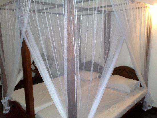 Kalla Bongo Lake Resort: The bed