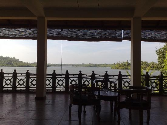 Kalla Bongo Lake Resort : View from the foyer