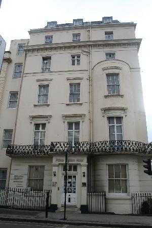Prince William Hotel: vue exterieur de l'hotel