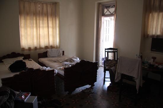 Bentley's Hotel : The room