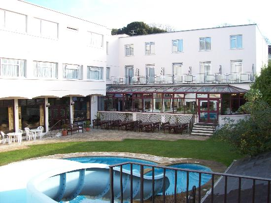 Apollo Hotel: Outdoor swimming pool in grounds
