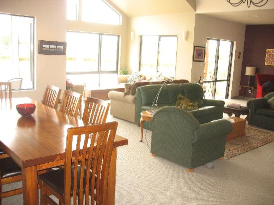 Matuka Lodge: the living area /common room
