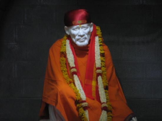 Hotel Sai Sahavas: Lifesize Idol of Sai Baba