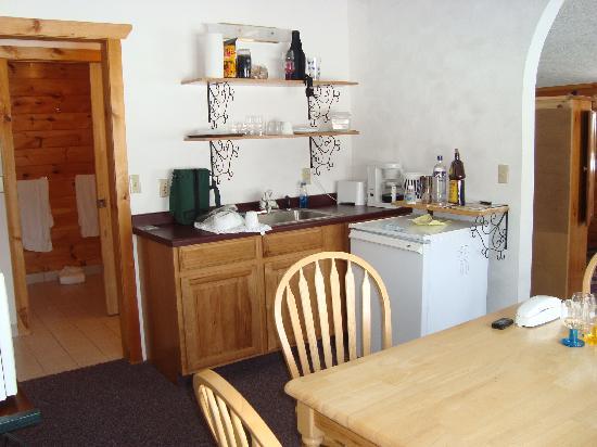 Upson, Висконсин: Kitchen area of room