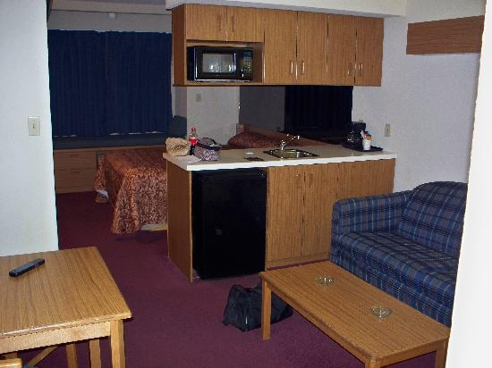 """Microtel Inn & Suites by Wyndham Pigeon Forge: """"queen suite"""""""