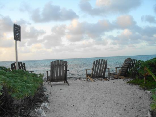 Glover's Atoll Resort: perfect place to watch the sunset