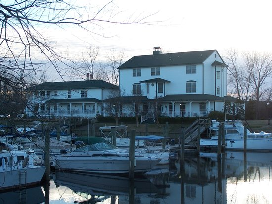 The Cypress Inn at Conway Myrtle Beach: Back of the inn at sunset from the Riverwalk