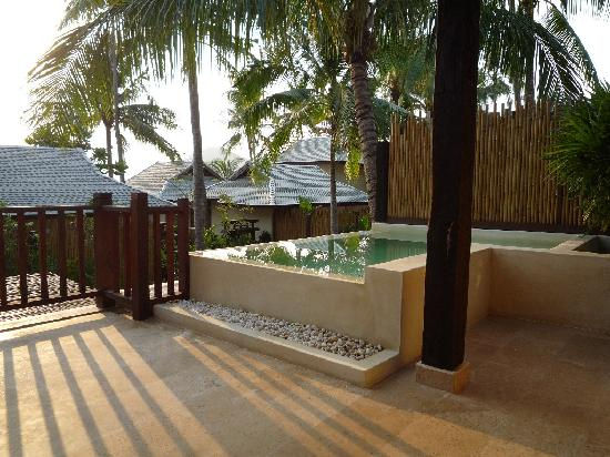Anantara Rasananda Koh Phangan Villas: La terrasse avec la piscine