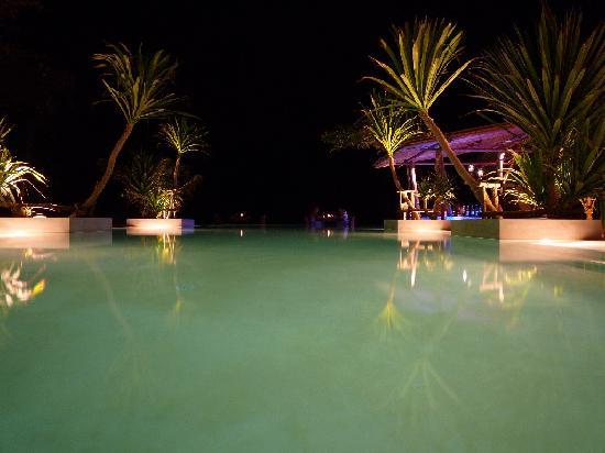 Anantara Rasananda Koh Phangan Villas: La piscine le soir
