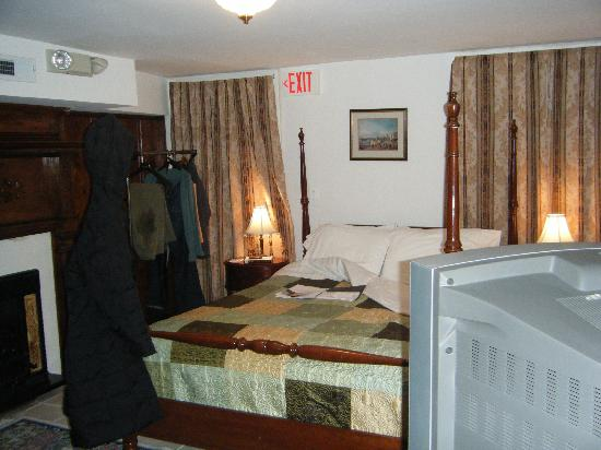 American Guest House: Basement Room