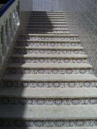 Le bel escalier ext rieur qui monte l 39 tage picture of for Chaise qui monte les escaliers