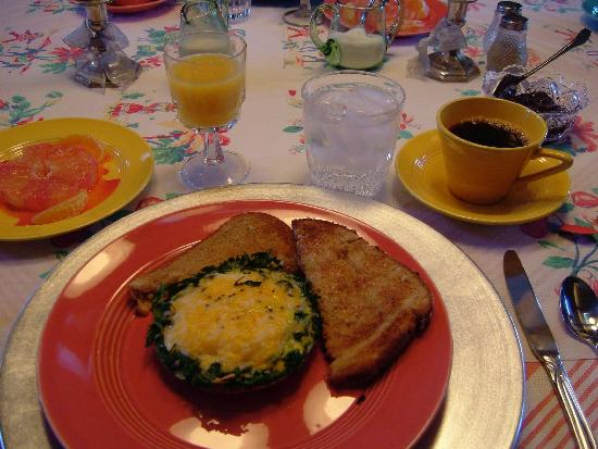 Desert Dove Bed and Breakfast : One of Betty's Gourmet Breakfasts! (on vintage china and linens!)