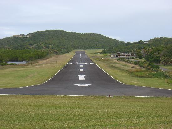 Mustique: Airport and Runway