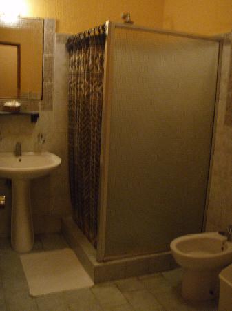 Hotel Dos Mundos: バスルーム