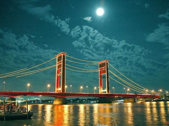 Palembang, Indonesia: Ampera Bridge