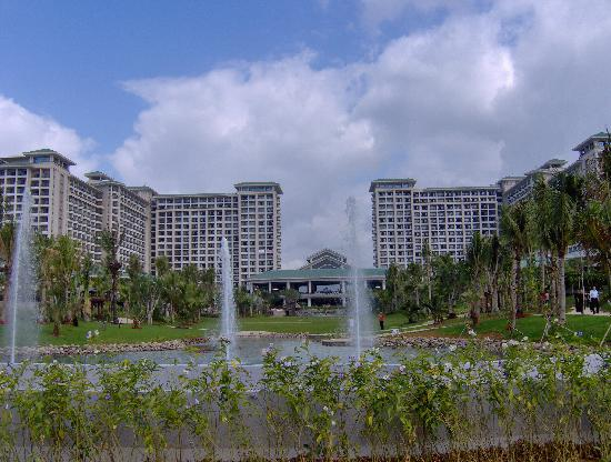 Howard Johnson Resort Sanya Bay: View of hotel from beach