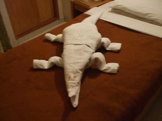 Royal House Hotel: Towel croc left for me by housekeeping