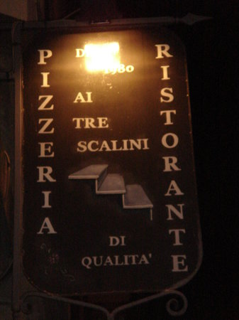 Ai Tre Scalini: The sign out front