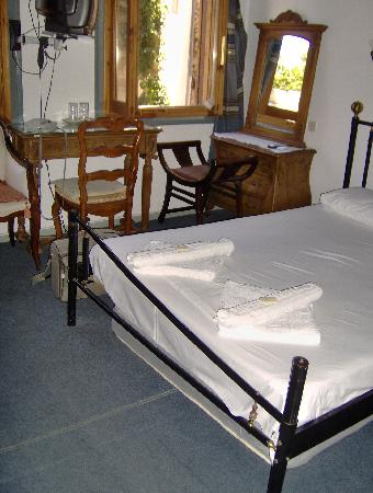 Pension Theresa: Room with double bed on first floor