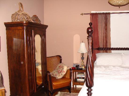 Grape Leaf Inn: Room