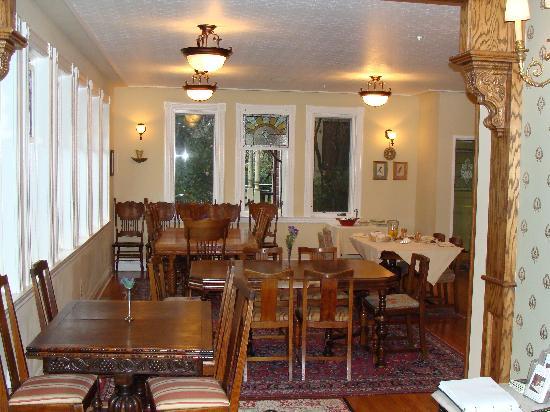 Grape Leaf Inn: Dining area