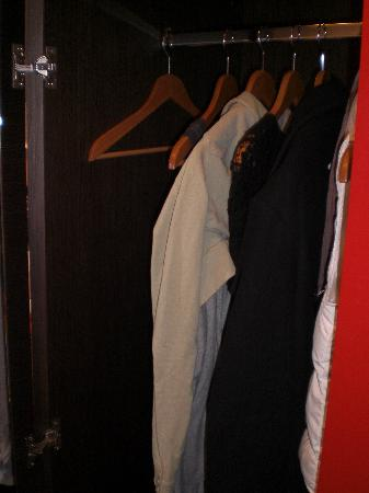 Vienna House Andel's Cracow: wardrobe