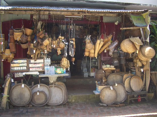 Cidade de Luang Prabang, Laos: a great shop by the Mekong river in Luang Prabang