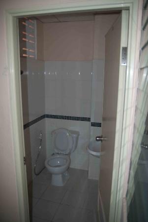 Queen's Garden Resort at River View: Bathroom
